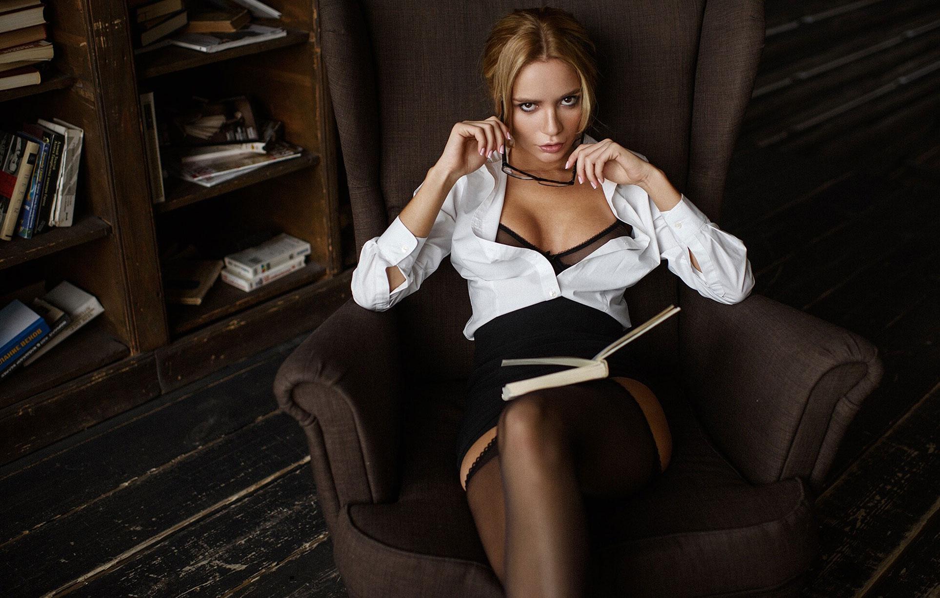Екатерина Зуева в библиотеке / фото 03