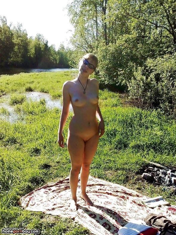 Outdoor nude babe-1624