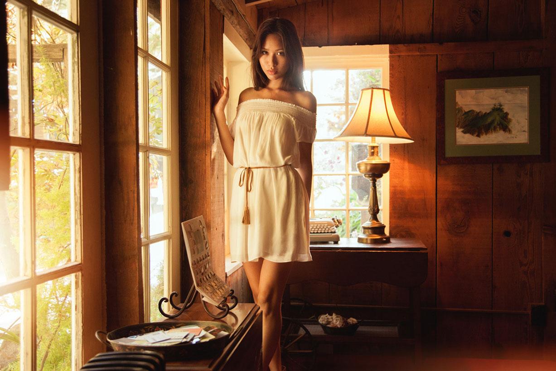 Нижнее белье Lola & August Lingerie и ювелирные украшения Cuchara Jewelry демонстрирует фотомодель Elizabeth Ai-Quyen (Lizzynopants) by Brian Huynh