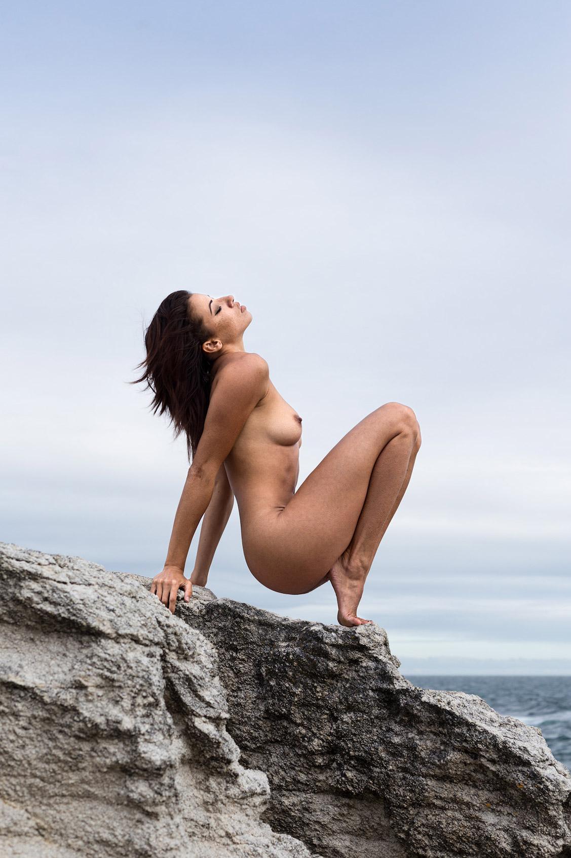 Не сезон - Клара Рене на пустынном пляже / Clara Rene by Arthur Hubert Legrand - Yume Magazine