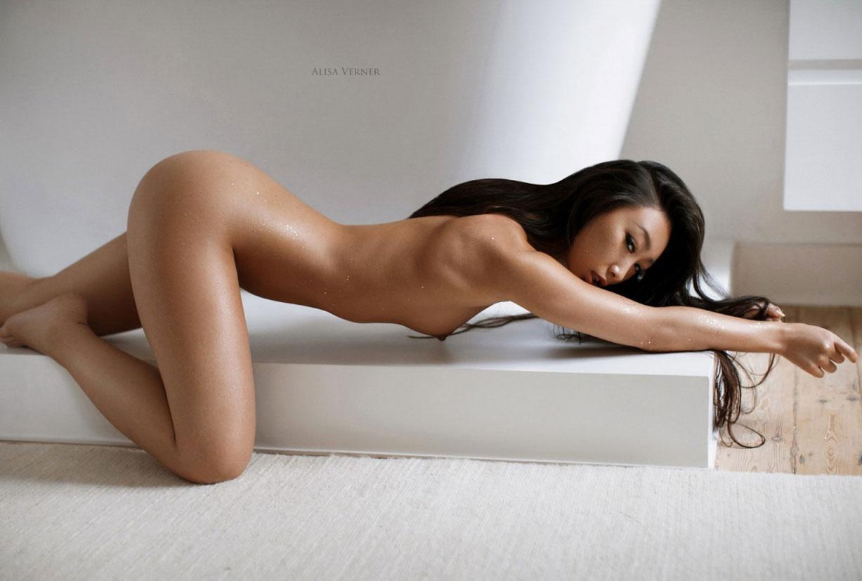 голая азиатская девушка в ванной / фото 10