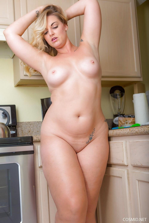 Beautiful voluptuous naked women-8999