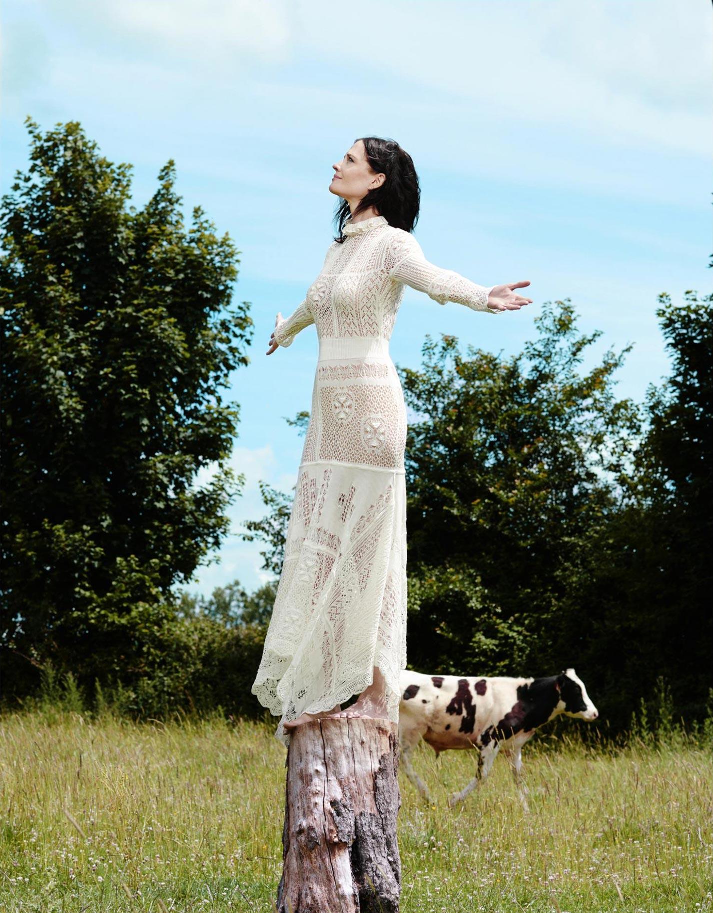 Ева Грин на природе / фото 07