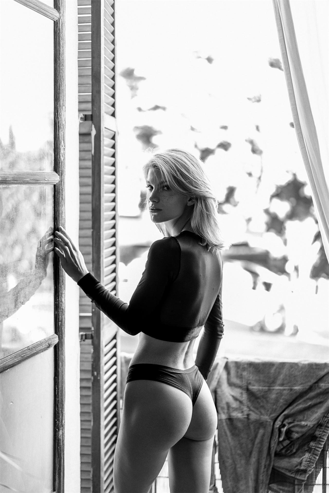 Angela Olszewska by Soravit L