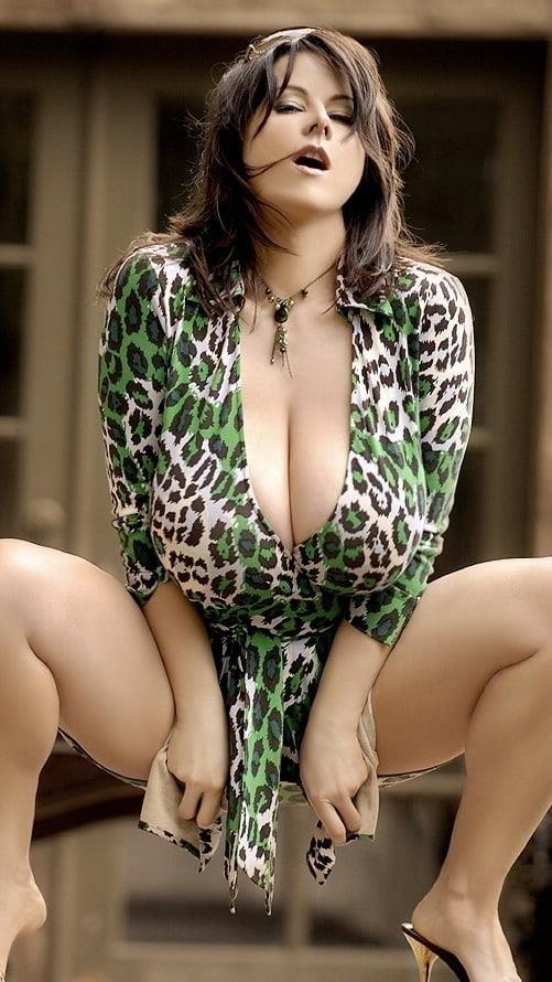 Sucking big sexy boobs-2338