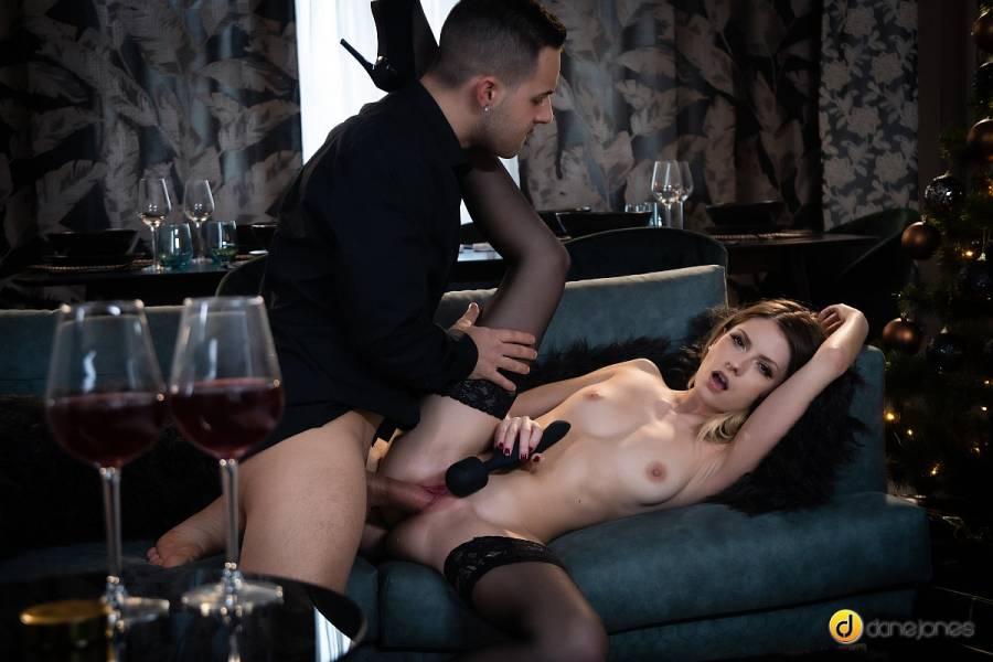 Rebecca Volpetti – Couple Share Orgasmic Xmas Presents – Dane Jones – SexyHub