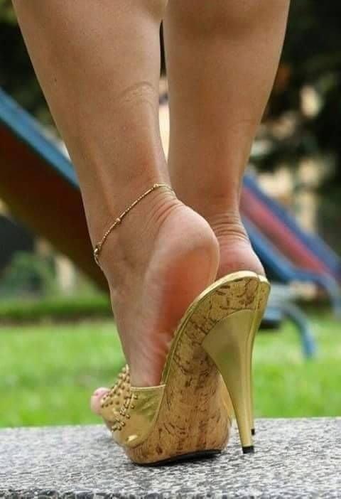 Sexy women feet porn-9573
