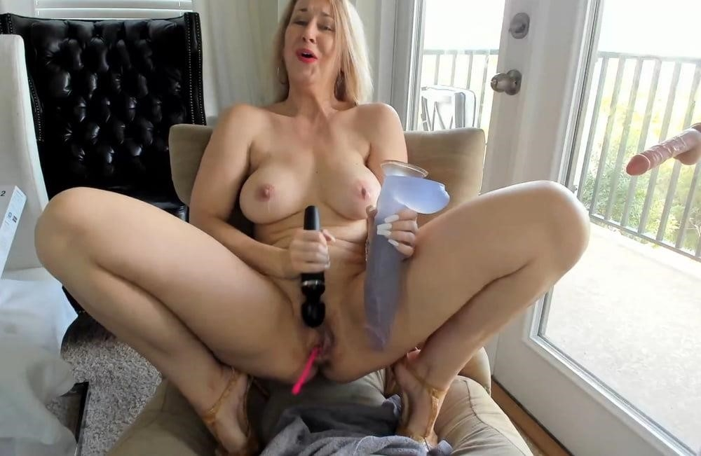 Cunnilingus with vibrator-8258