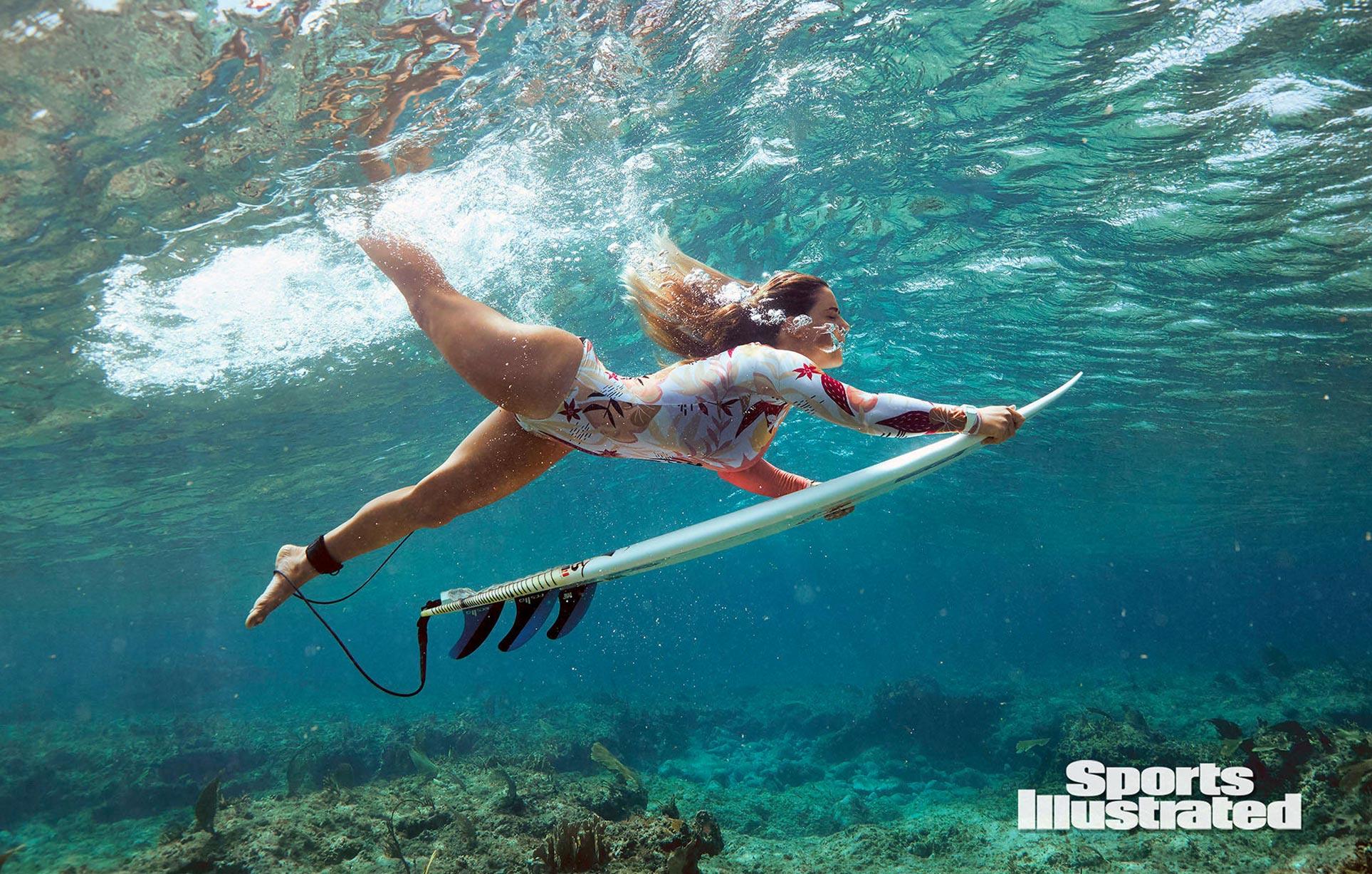 Каролина Маркс в каталоге купальников Sports Illustrated Swimsuit 2020 / фото 04