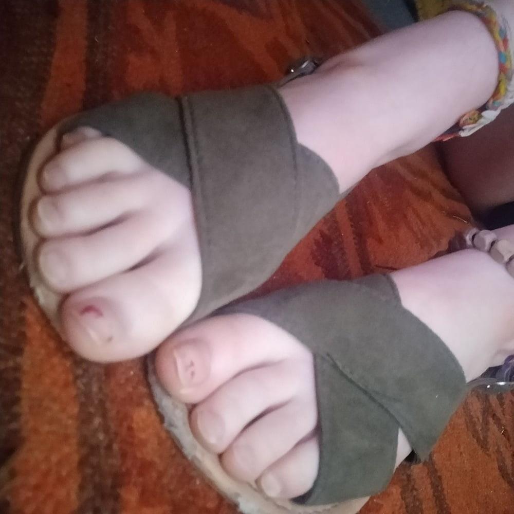 Little feet fetish-1736