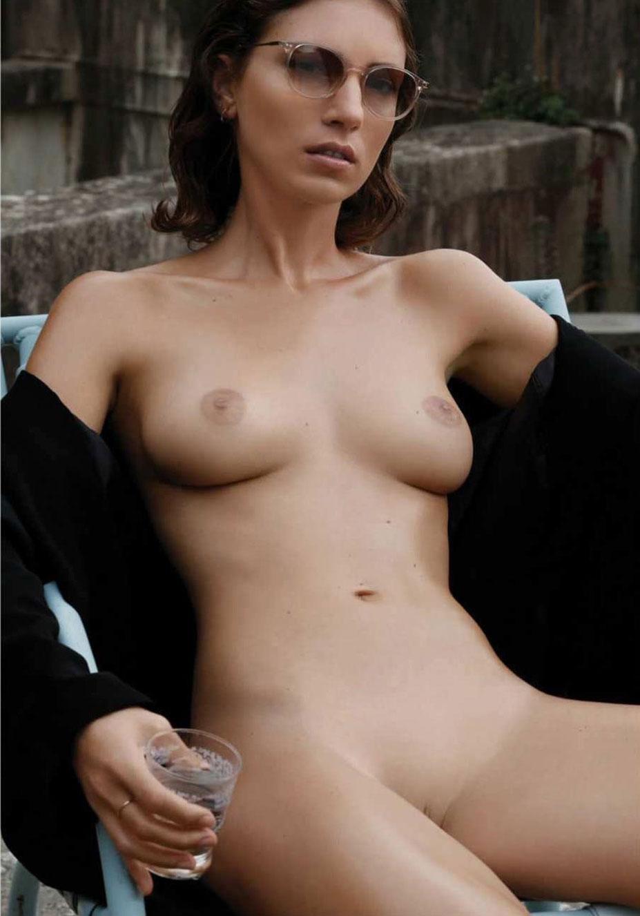 Голая девушка с собакой / Melanie Nizette / Miluniel nude by Henryk Lobaczewski