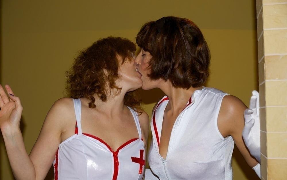Sexy girl kissing boy-2177