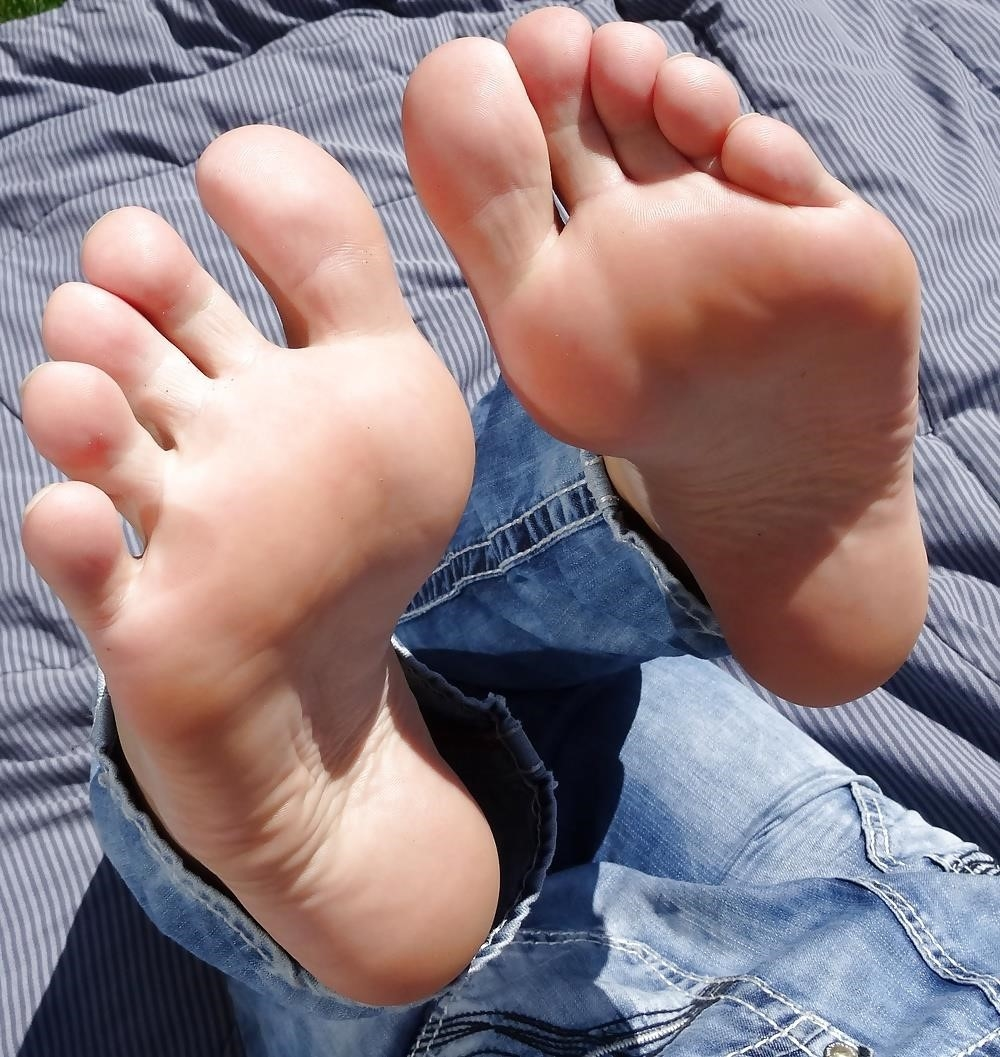 Sniffing feet fetish-3846