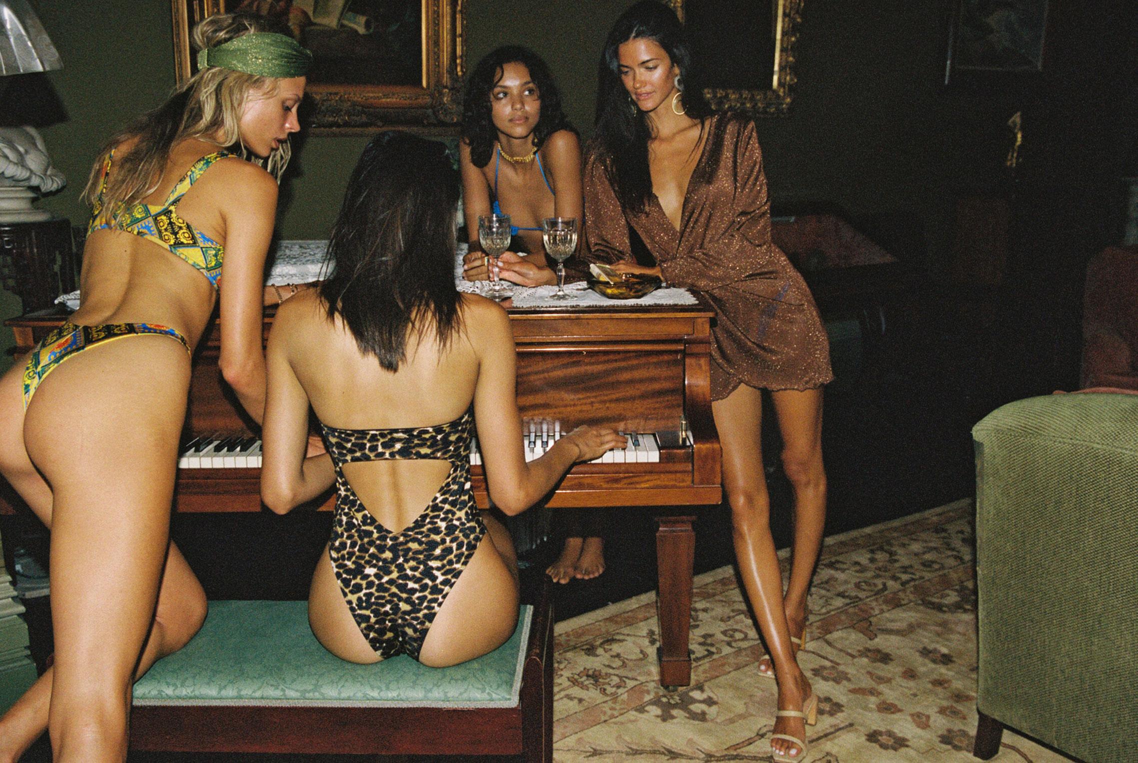 гедонистические развлечения богемы в рекламной кампании коллекции курортной одежды Sommer Swim 2020 / фото 01