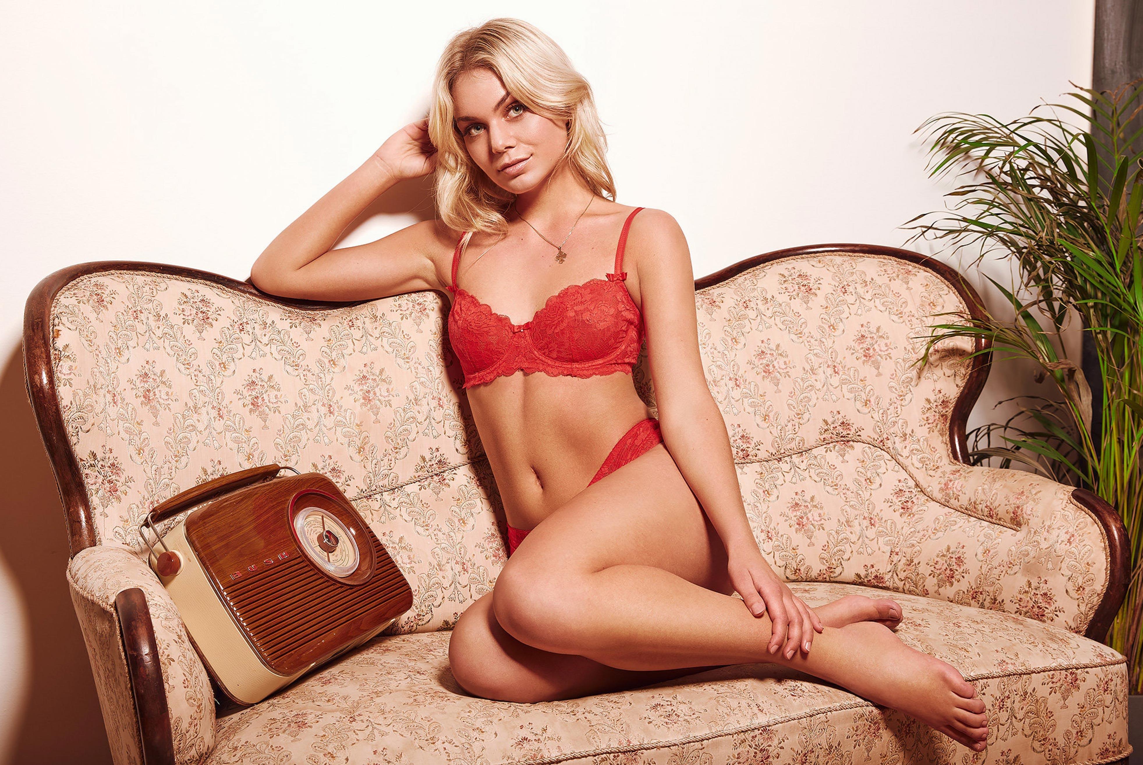 блондинка в винтажных интерьерах / фото 04