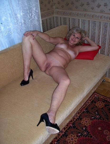 Nude mature at home-4719