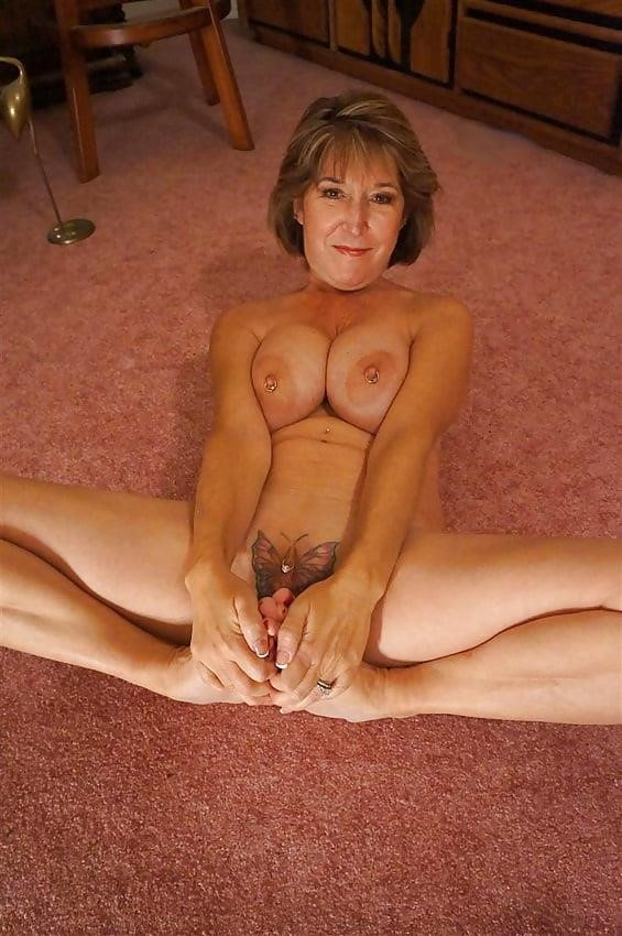 Gorgeous milf with big tits-9626