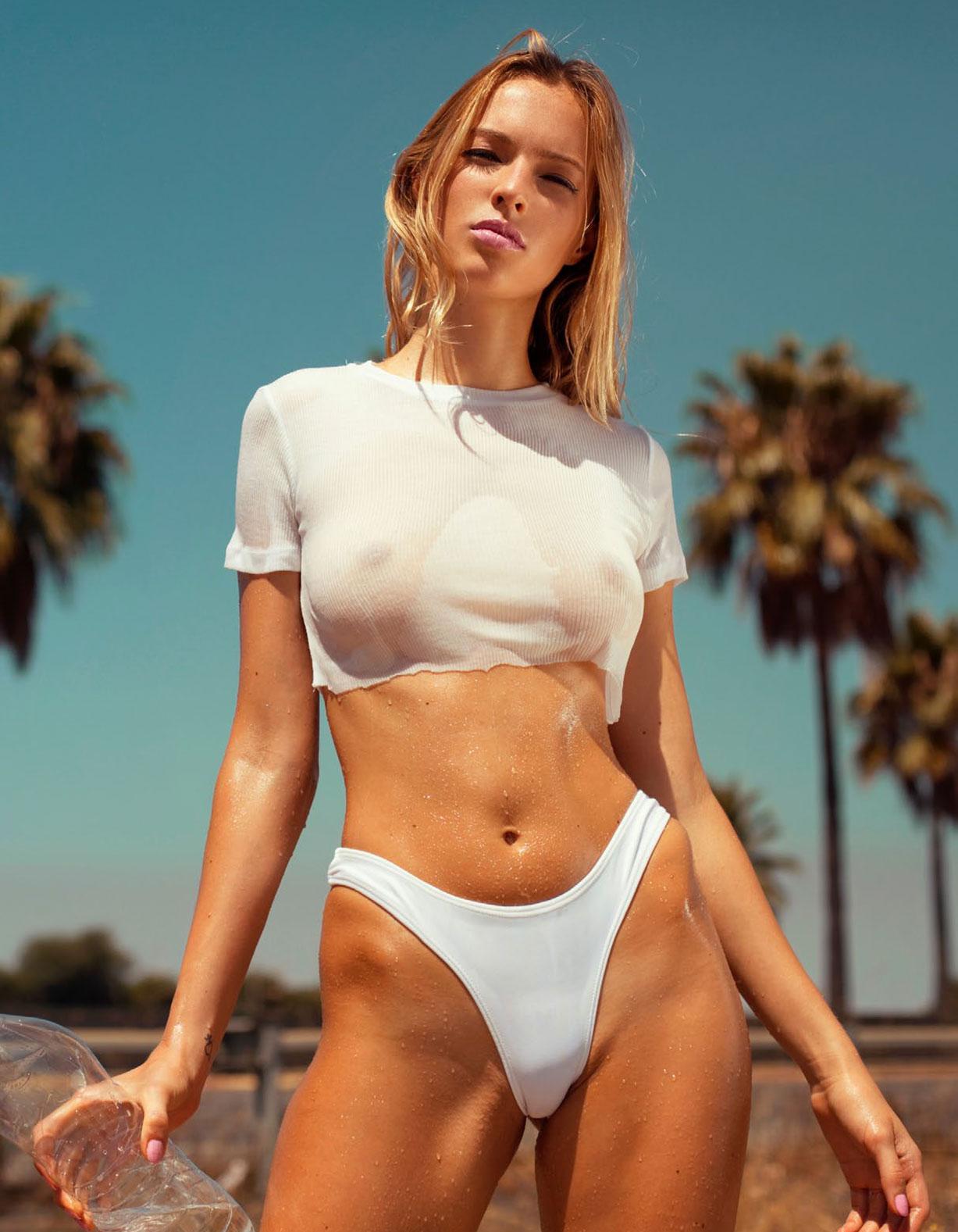 Хеллида Кавалларо в спецвыпуске журнала Playboy -Девушки летом- / фото 01