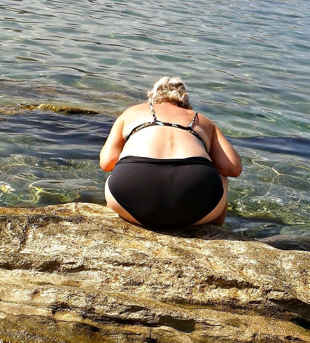 Beautiful mature women in bikinis-1015