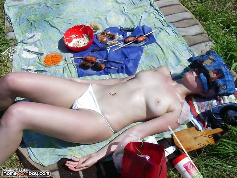 Outdoor nude babe-9116