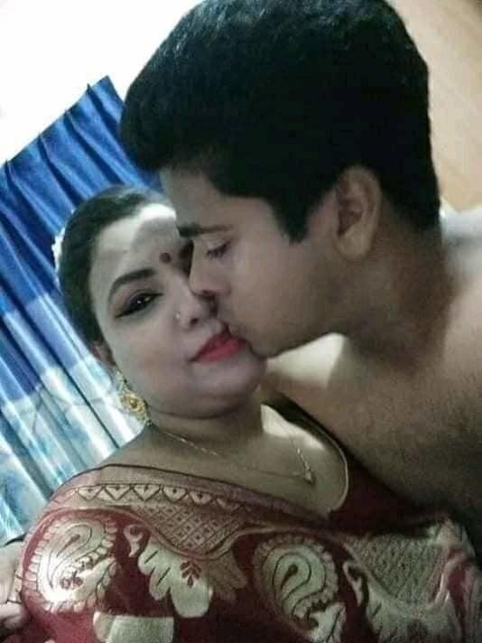 Desi kissing girl-6854
