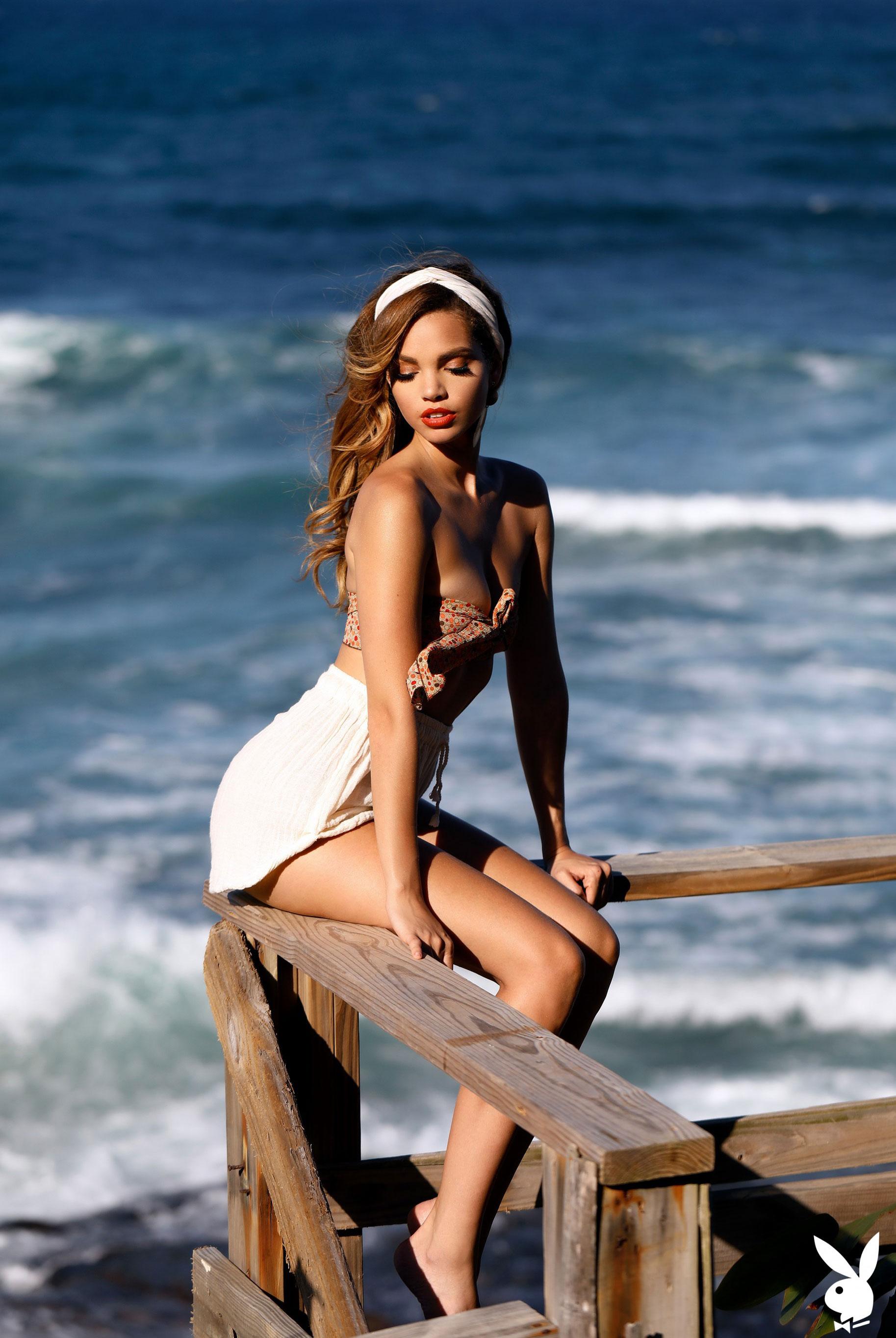 Мисс Июнь 2019 американского Playboy Йоли Лара / фото 21