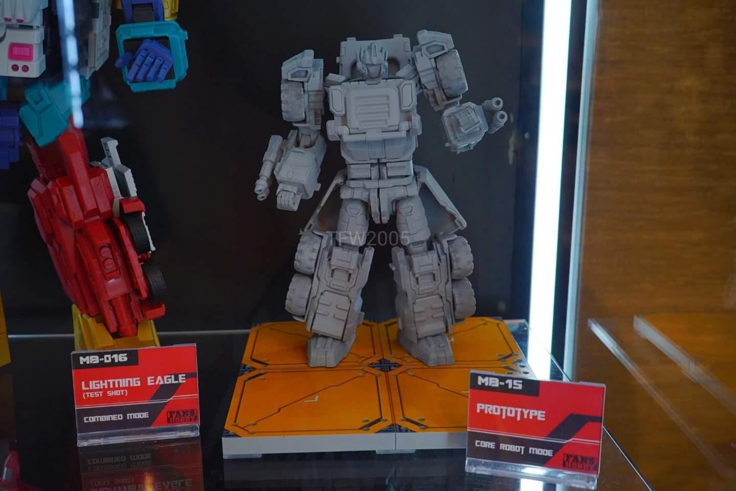 [FansHobby] Produit Tiers - Master Builder MB-15, MB-xx et MB-xx - aka Armada Optimus Prime, Jetfire et Overload MH5B7isT_o
