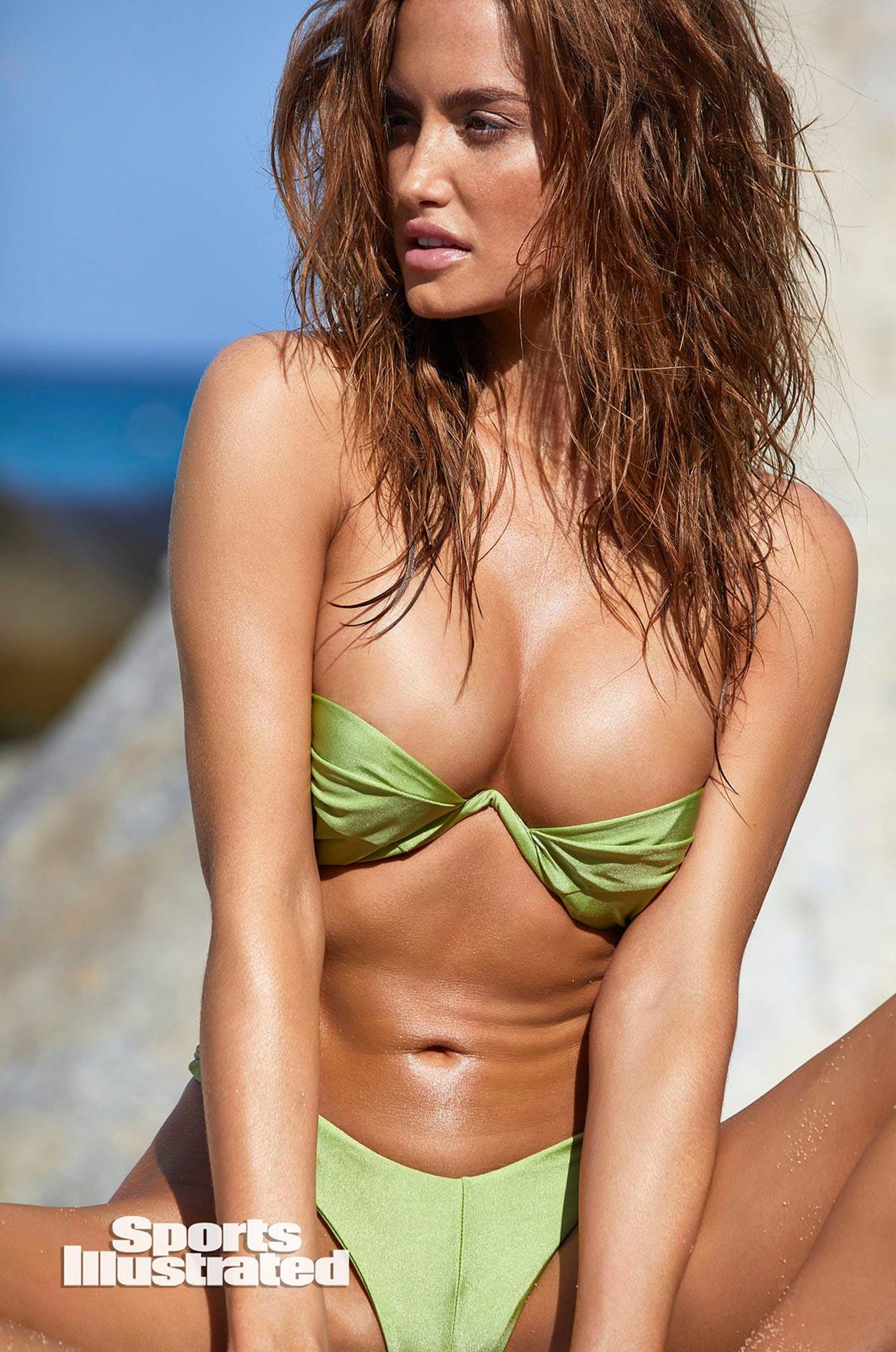 Хейли Калил в каталоге купальников Sports Illustrated Swimsuit 2020 / фото 10