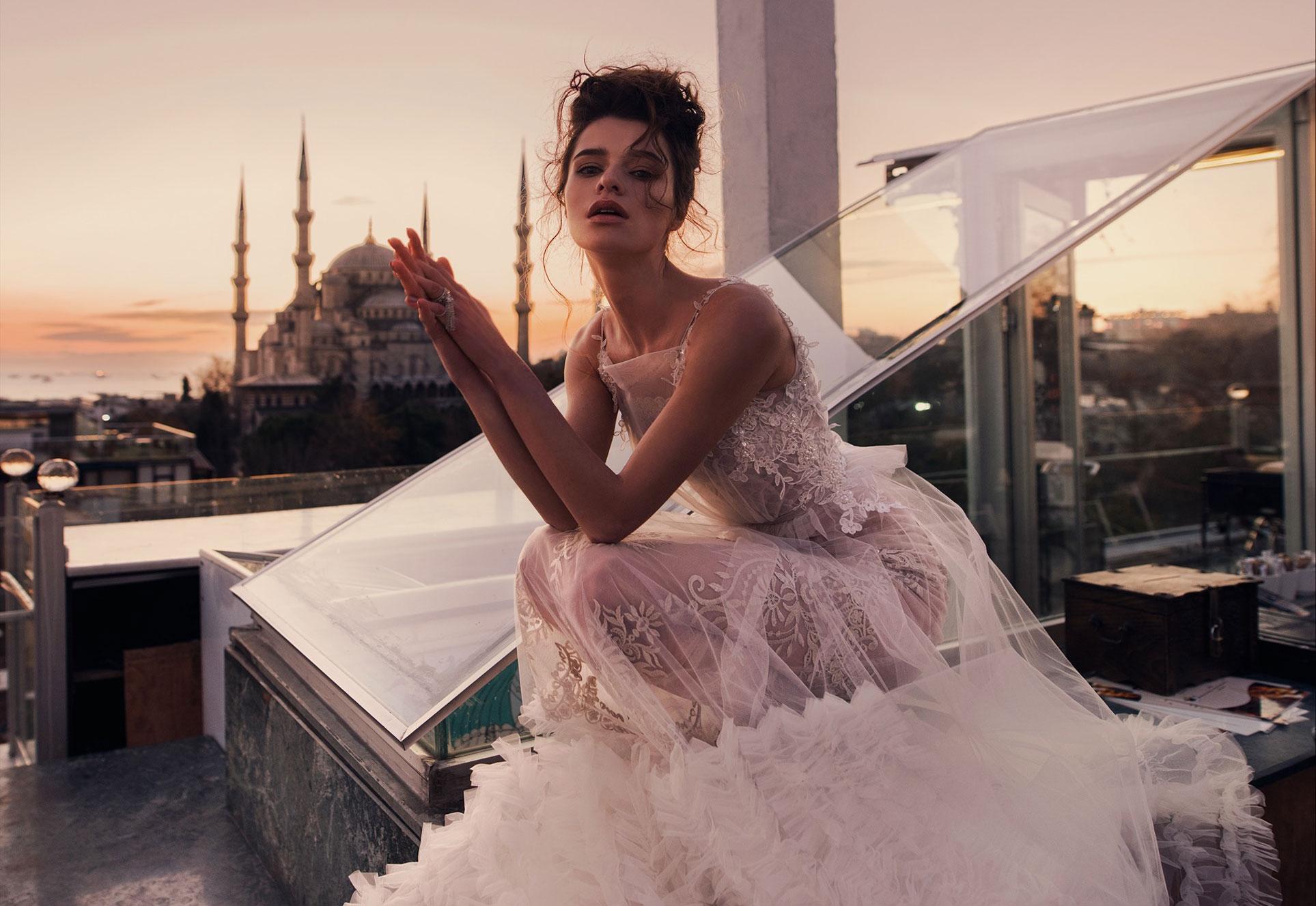 Прогулка в свадебном платье по Стамбулу / Anastasia Myrashka and Ece Bıcak by Alla Parhimovich