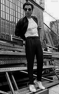Sebastian Stan L5uCNQdz_o