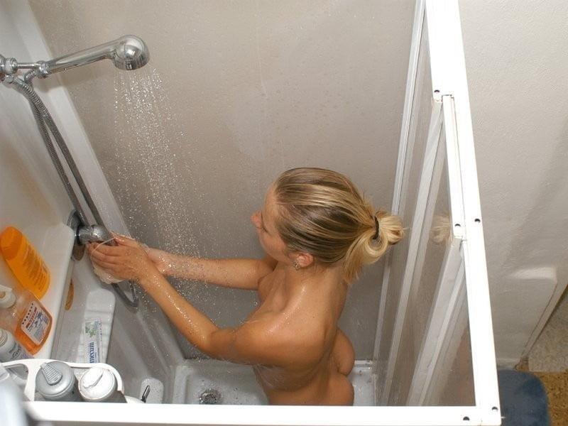 Teen girls naked in the shower-7195