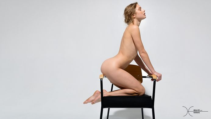 [Heal-Fit.com] 2020.11.19 Clarice - Many Mini Chairs [Glamour] [6000x4000, 60 photos]