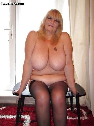 Sexy boobs feeding-9418