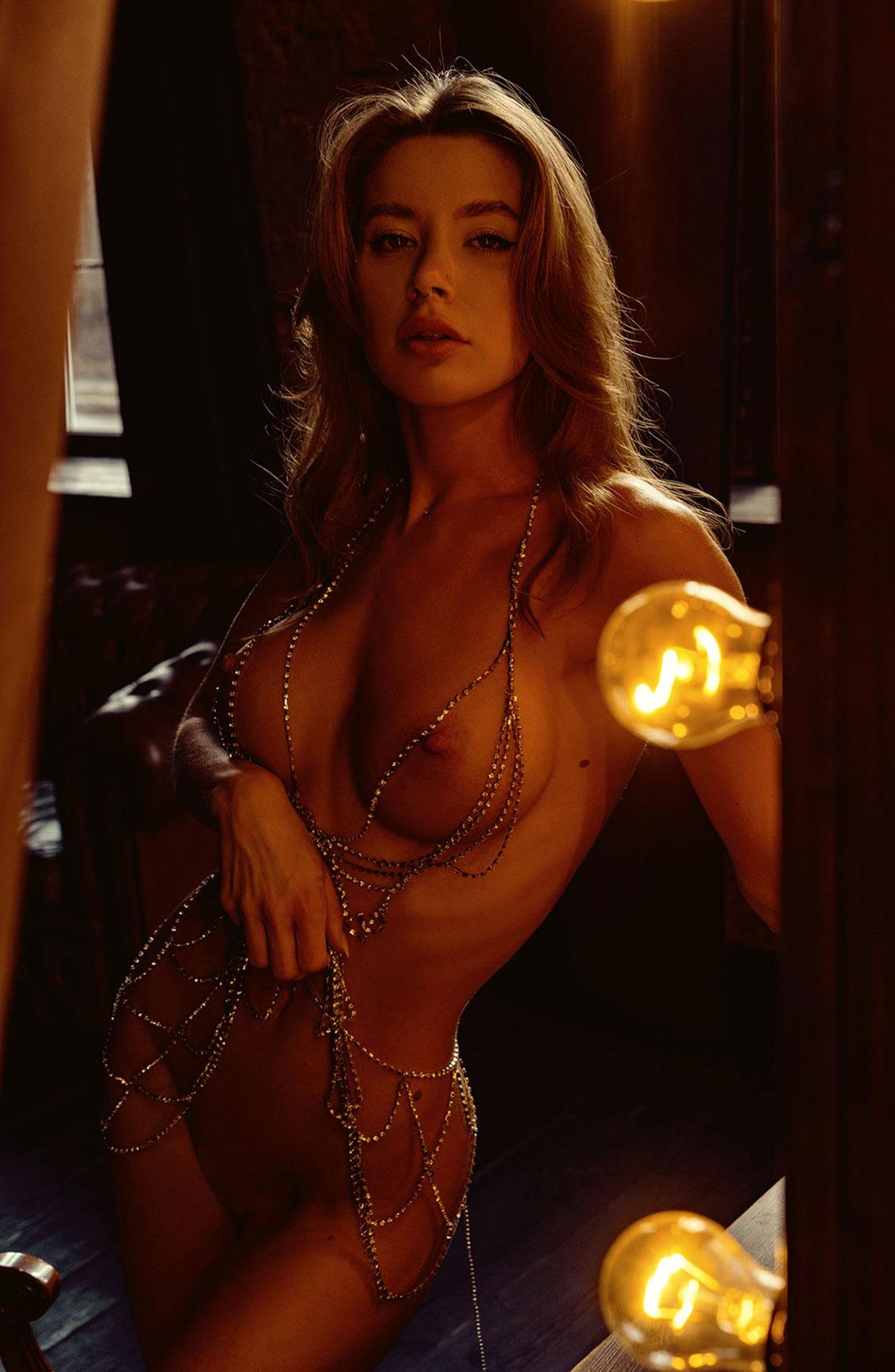 Сексуальная голая девушка в драгоценных цепях / фото 21