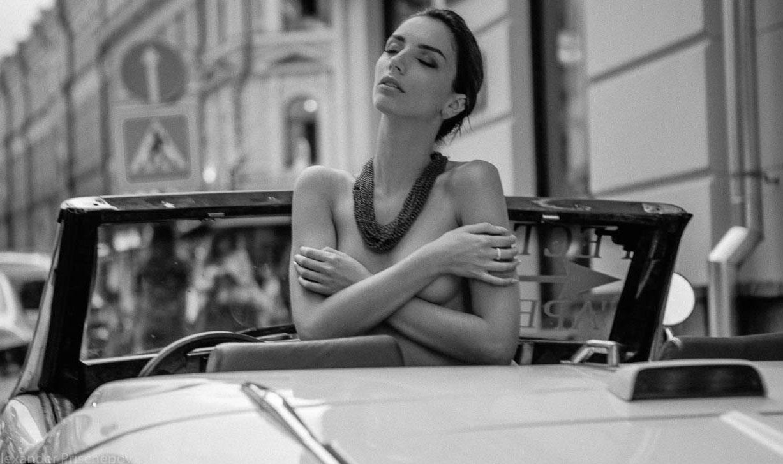 Голая автомобилистка на Арбате / Кристина Крестовски / фото 12
