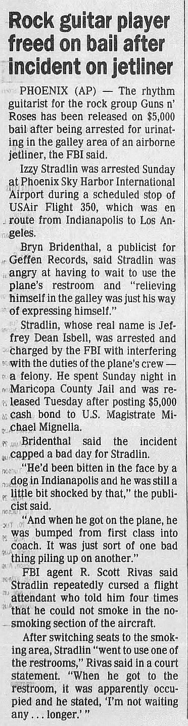 1989.08.31 - Arizona Daily Star - Rock guitar player freed on bail (Izzy) 5jKdua59_o