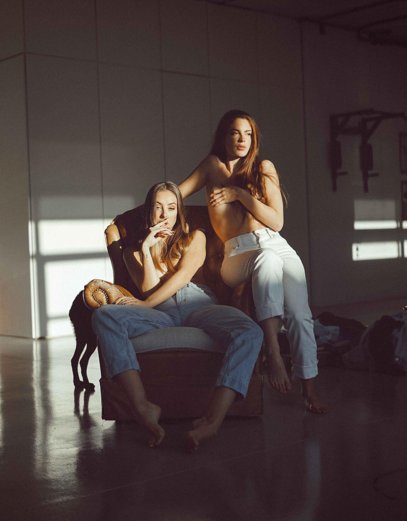 Девчонки развлекаются в гараже / фото 15