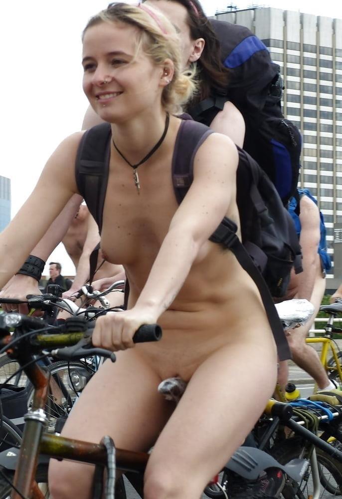 Latina public nude-6021