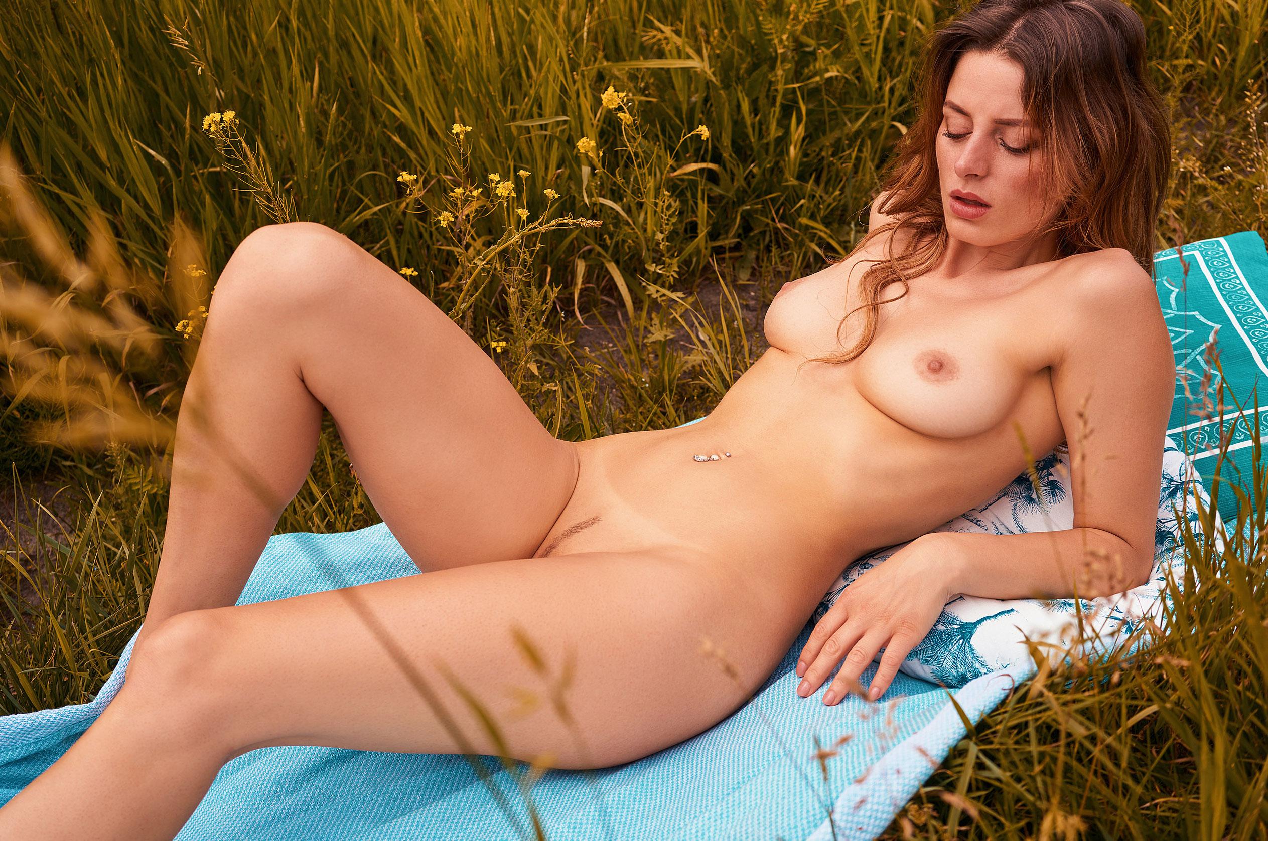 голая медсестра / Девушка месяца немецкого Playboy в июне 2020-го - Джини Валдхейм / фото 18