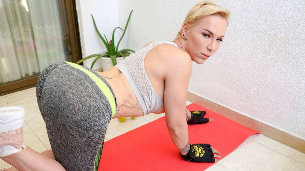 [Euro-TGirls.com] Andrea Rose / A Sexy Work Out! (07-07-2020) [2020 г., Transsexuals, Shemale, Solo, Masturbation, 2160p, SiteRip]