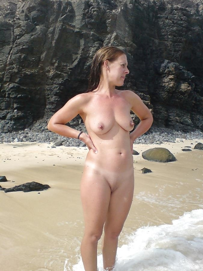 Natural tits on the beach-5491