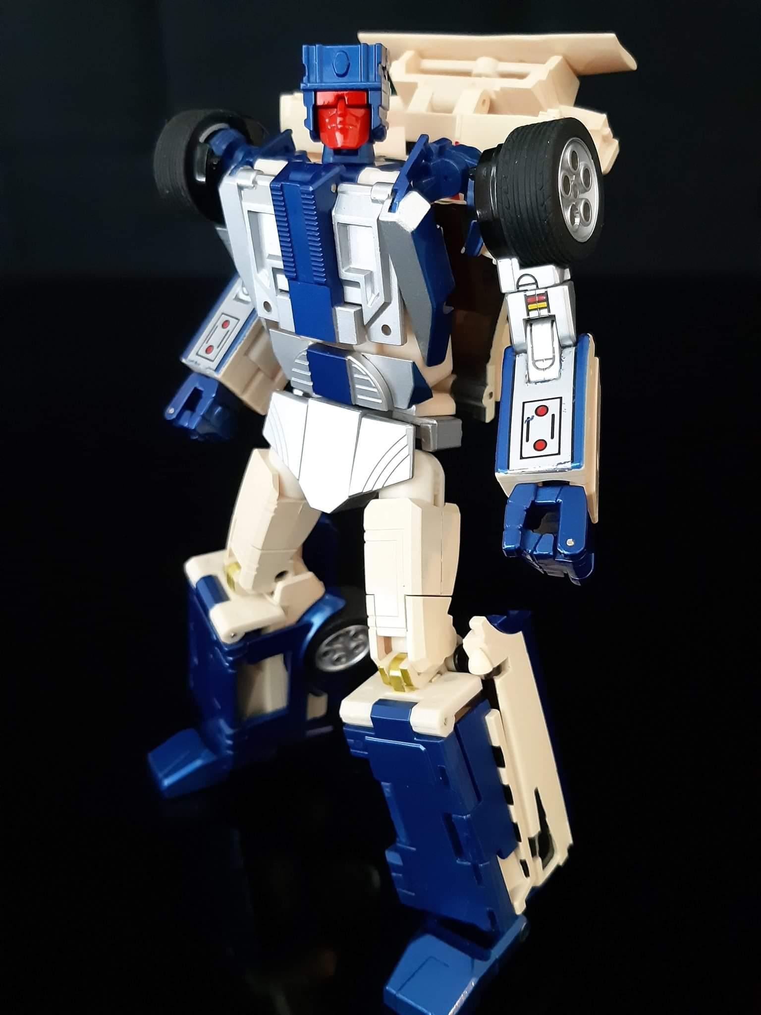 [X-Transbots] Produit Tiers - Jouets Berserkars forme Monolith (MX-XIII à MX-VII) - aka Stunticons forme Menasor/Menaseur - Page 6 B3GZRvHC_o
