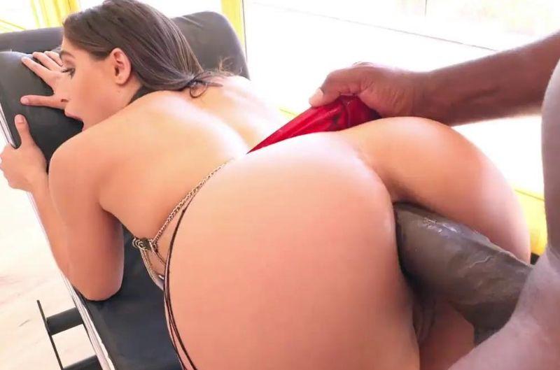 A las pornstars les gustan negras y grandes - 01