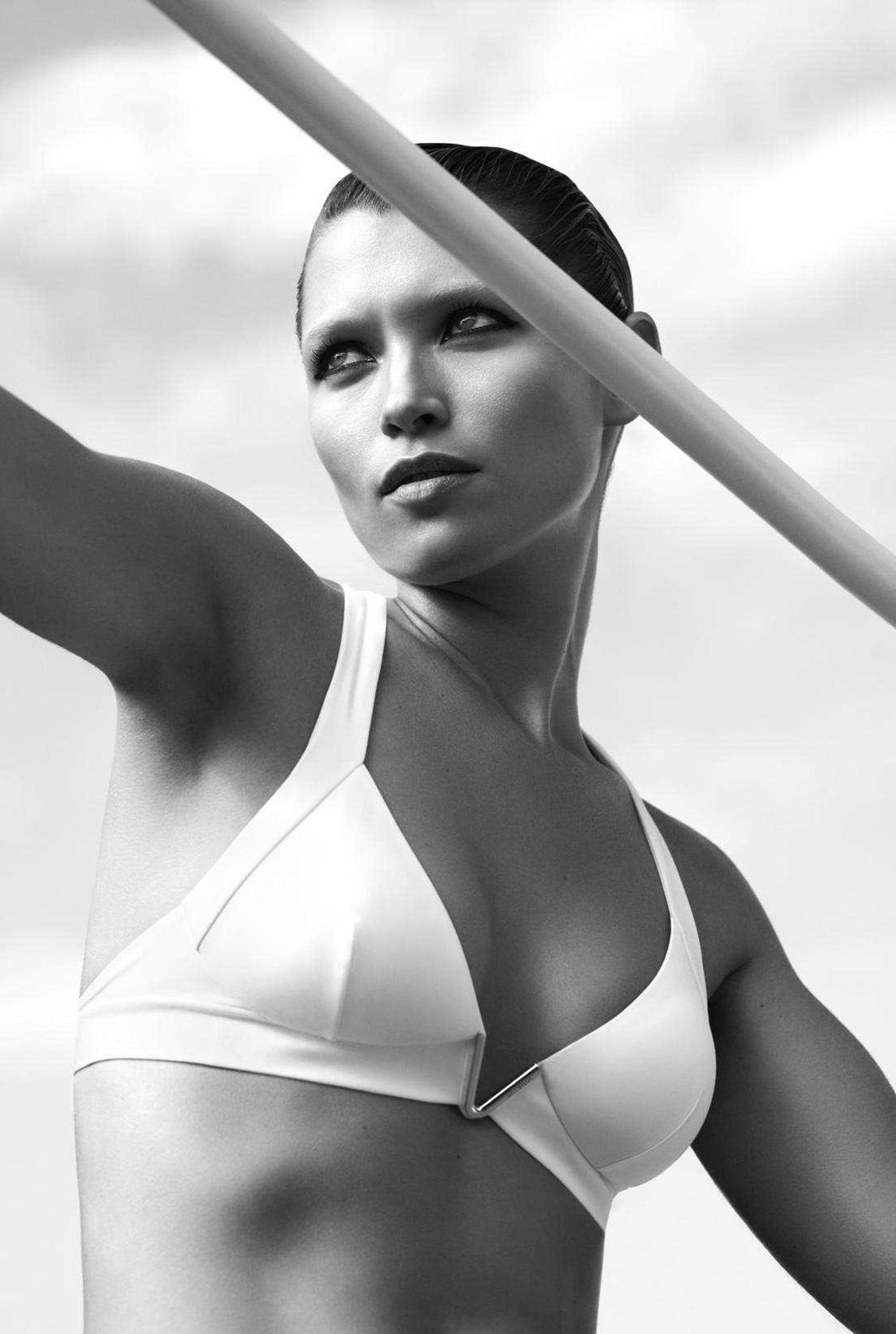 Power Pose / Hana Jirickova by Camilla Åkrans / US Harper's Bazaar may 2018