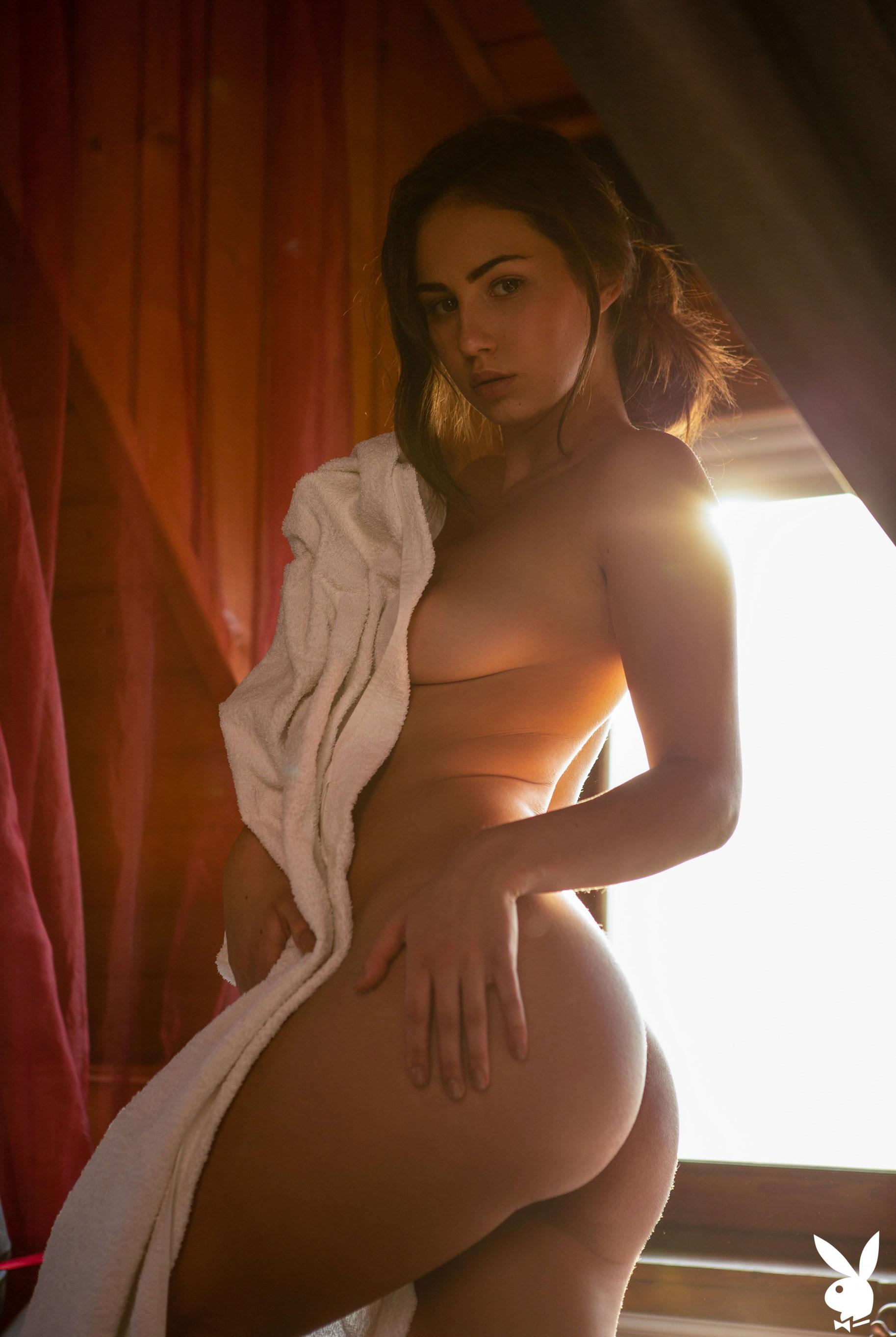 голая Софья Лимма в ванне с шампанским / фото 18