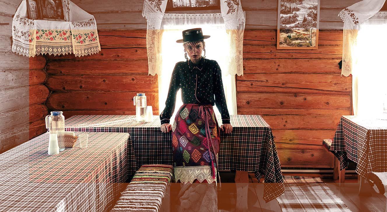 Модные наряды в деревенских интерьерах