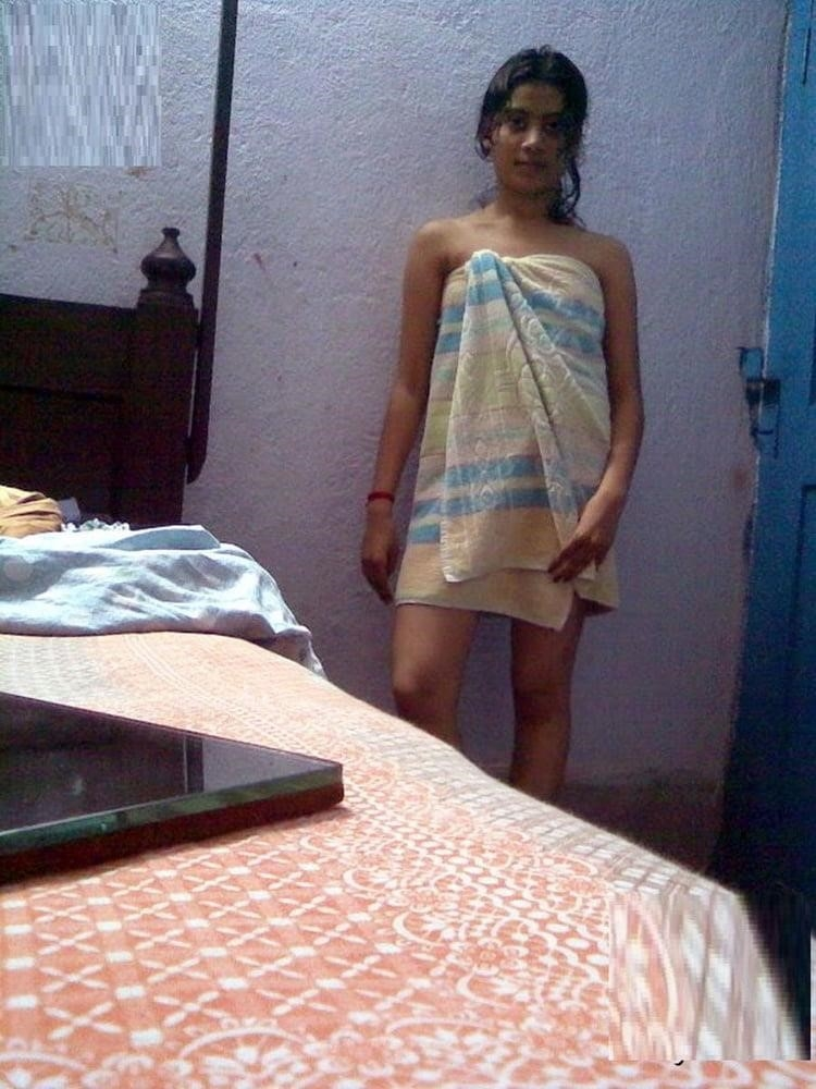 Skinny nude brunette-3787