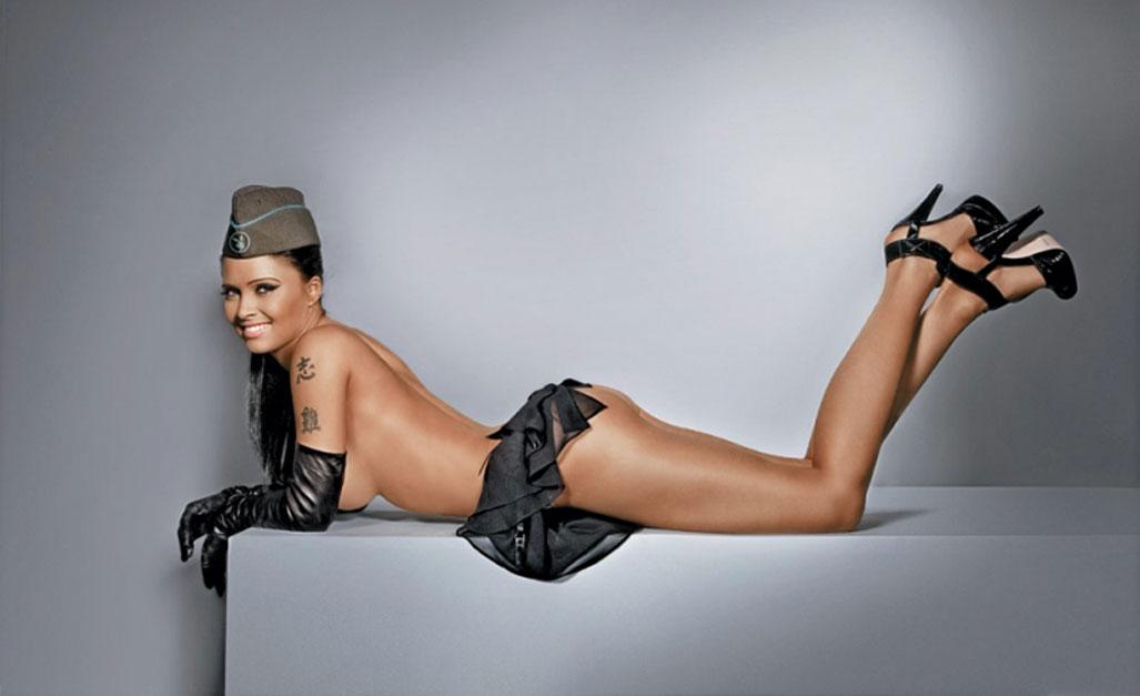 Армейский Магазин в Playboy Россия - голая Татьяна Герасимова / фото 01