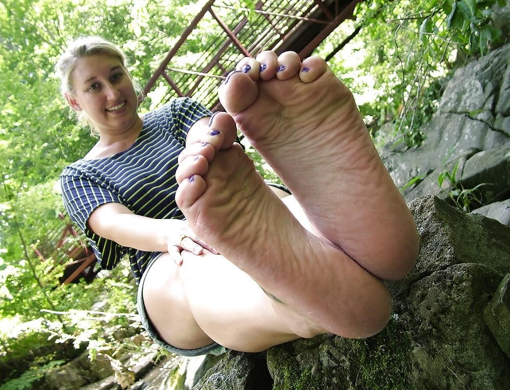 Young foot porn-3310