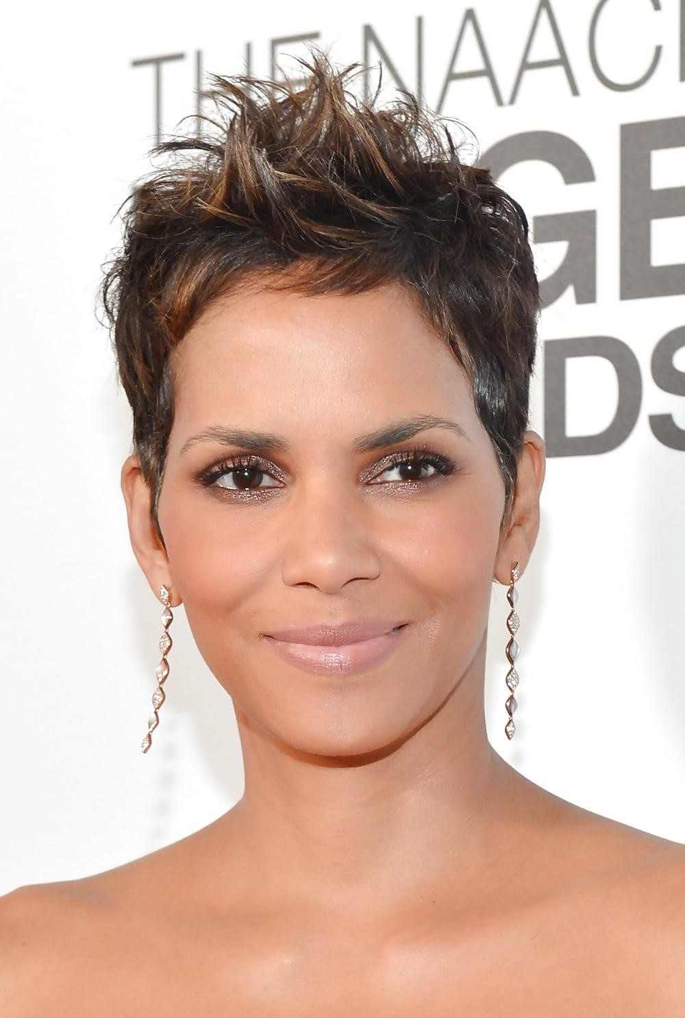 Different short hairstyles for black ladies-3453